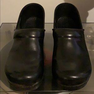 Dansko 42 Black Patent Clogs Nursing Professional